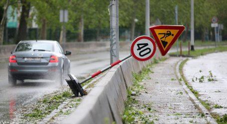 Zbog olujnog vjetra nekim dionicama samo osobna vozila
