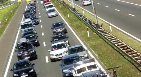 Pojačan promet u gradovima, prometna na magistrali kod Makarske