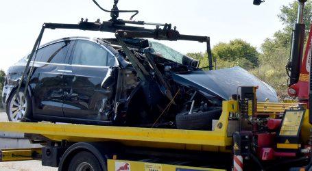 Nesreća na Istarskom ipsilonu: Auto smrskan, vozač i putnik neozlijeđeni