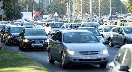 Pojačan promet na gradskim cestama, jak vjetar na Jadranskoj magistrali