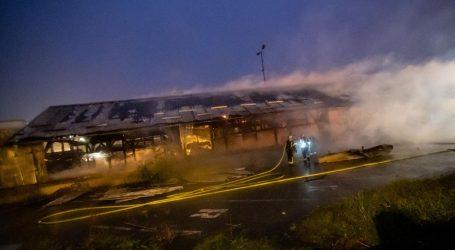 veliki požar kod Zapadnog kolodvora u Zagrebu, vatrogasci na terenu