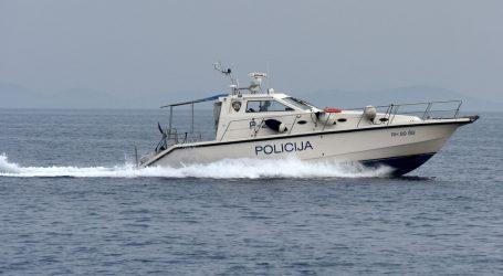 Policija kod Dugog otoka uhvatila talijanski brod