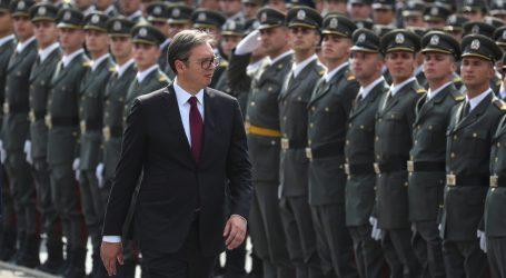 VUČIĆ 'Vojska obnavlja snagu i spremna je zaštiti granice i svoj narod'