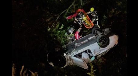 Nesreća na Sljemenu: Mercedesom sletio s ceste u provaliju, ozlijeđene spašavali vatrogasci