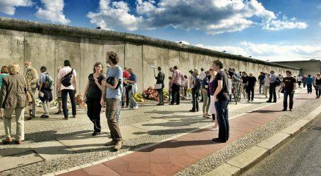 30 GODINA OD PADA ZIDA: Istok napredovao, građani nezadovoljni
