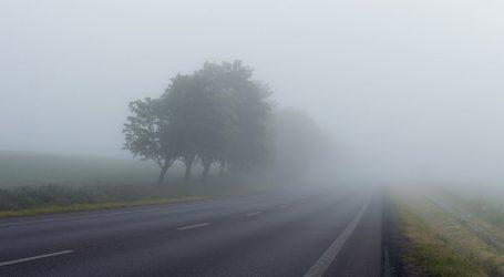 Magla u Gorskom kotaru, kolnici mokri i skliski