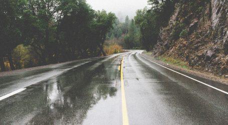 Kolnici mokri i vlažni, vjetar otežava vožnju