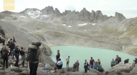 VIDEO: Aktivisti održali sprovod za glečer Pizol