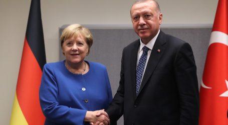 Merkel traži da Turska smjesta okonča ofenzivu u Siriji