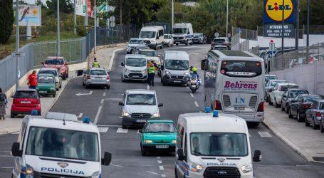 Policija dočekuje navijače uoči susreta Hrvatske i Mađarske na Poljudu
