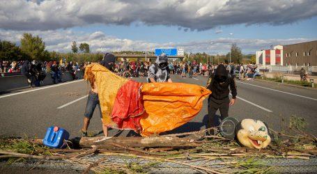Tisuće prosvjednika krenule prema Barceloni, u petak opći štrajk