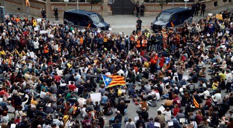 """Torra najavio """"put bez povratka"""" prema nezavisnosti Katalonije, prosvjednici na ulicama Barcelone"""
