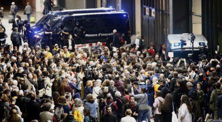 Prosvjednici u Barceloni pokušavaju blokirati željeznički kolodvor