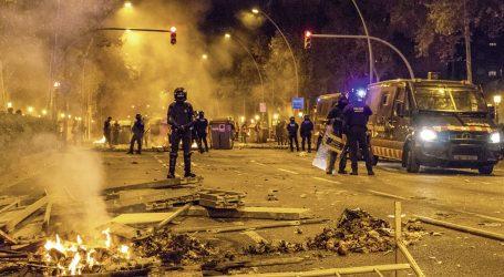 EKSKLUZIVNO IZ ZAPALJENE BARCELONE: Eksplozija nasilja grad je pretvorila u ratnu zonu