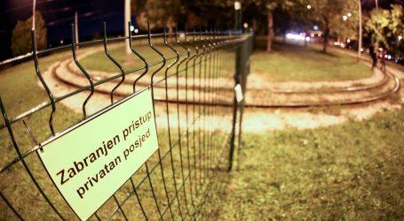Zagrebačka obitelj podigla ogradu preko okretišta tramvaja u Prečkom