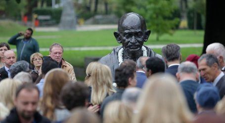 Na zagrebačkomu Bundeku otkrivena bista Mahatme Gandhija