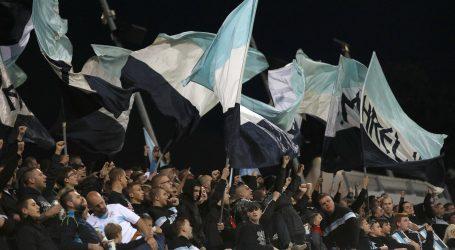 Armada povratak navijanju obilježila kratkim prekidom utakmice