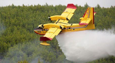 Dva kanadera gase požar kod Makarske