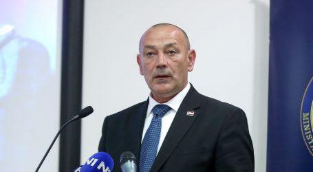 "MEDVED ""Ne zabrinjava me Vučićevo naoružavanje Srbije"""