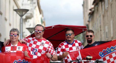 Počelo zagrijavanje za utakmicu, navijači izlaze na splitske ulice