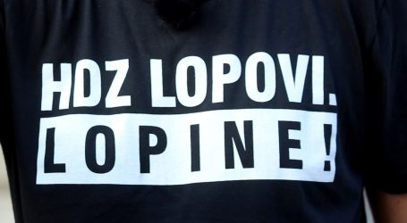 """POLICIJA """"Ako skinu majicu 'HDZ lopovi. Lopine!', neće biti privođeni"""""""