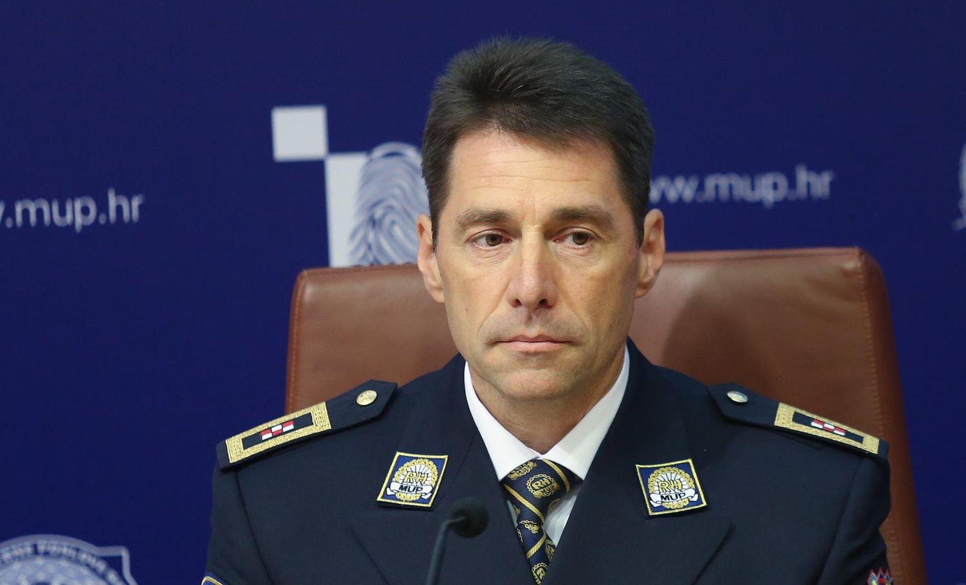 službenik za upoznavanje policajaca kali iz kolumbije