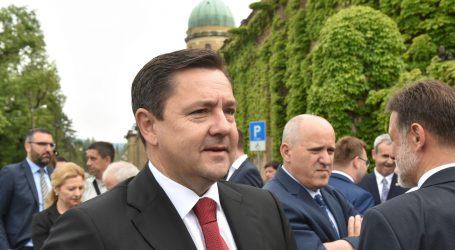 NABUBRILO Andrija Mikulić uredio imovinsku karticu
