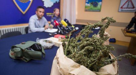 OSIJEK: Policija uhitila dvojicu muškaraca s 15 kilograma marihuane i oružjem