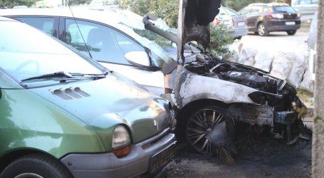 U Splitu je noćas izgorio Golf, vatra zahvatila još jedan automobil