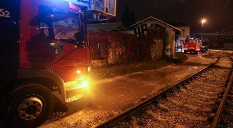 Na Zapadnom kolodvoru u Zagrebu gorjela baraka, vatrogasci ugasili požar