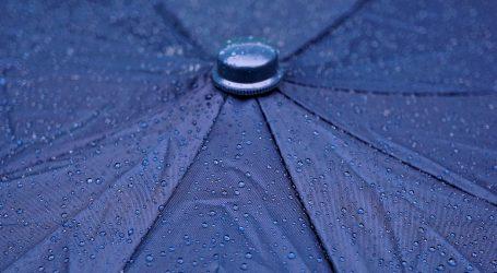 Umjereno, u unutrašnjosti i pretežno oblačno, mjestimice kiša