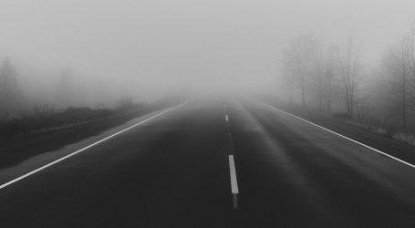 Magla smanjuje vidljivost, kolnici su skliski