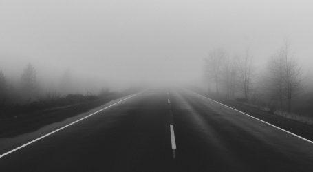 Pojačan promet na gradskim cestama, magla smanjuje vidljivost