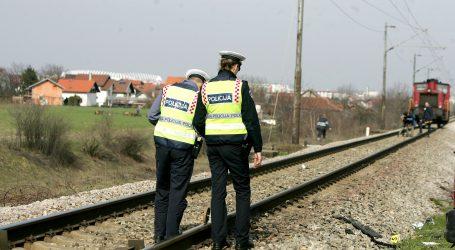 U Kloštru Vojakovačkom vlak naletio na automobil, jedna osoba ozlijeđena