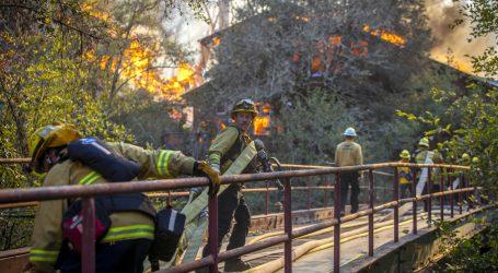 Vatrogasci polako stječu kontrolu nad požarima u Kaliforniji