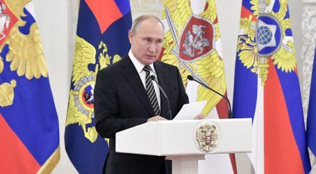 """Kremlj: Putin radi kao """"visoka peć"""""""