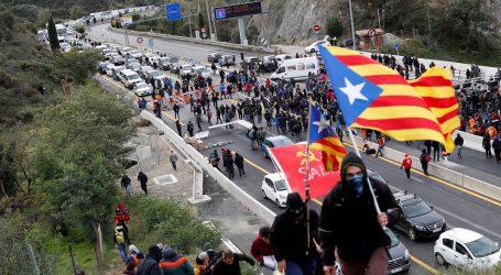 Zagovornici nezavisnosti Katalonije blokiraju promet između Španjolske i Francuske