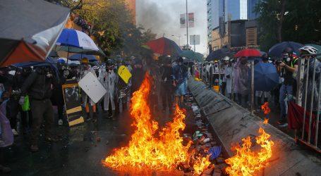 HONG KONG Policija naoružanim prosvjednicima prijeti pravim mecima