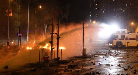 Prosvjednici u Hong Kongu zapalili ulaz u sveučilište kako bi policiji onemogućili ulaz