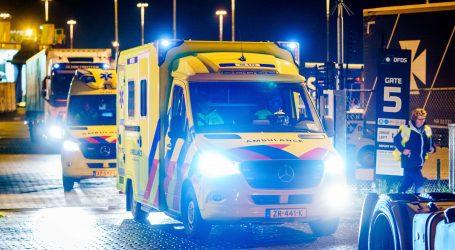 Irska policija pronašla šesnaest ilegalnih migranata u kontejneru trajekta, svi su u dobrom stanju