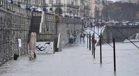 ITALIJA Dio vijadukta se urušio na autocestu, Venecija pod vodom