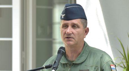 Predsjednica umirovila zapovjednika HRZ-a, razriješen zapovjednik baze u Zemuniku