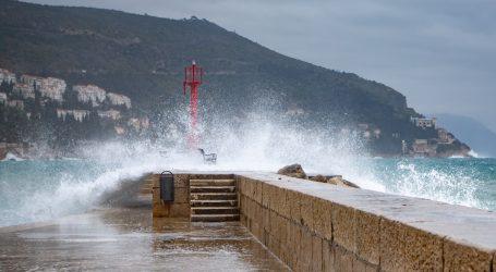 DHMZ: Stižu obilne oborine, jako i olujno jugo, moguće bujice, klizišta i odroni