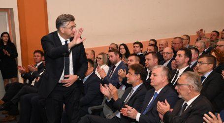 Plenković u borbi protiv HDZ-ovih WhatsApp, Viber i Facebook pokreta otpora