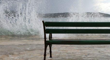 Oblačno s mogućom kišom, za cijelu obalu izdana upozorenja
