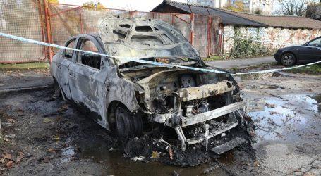 Noćas u Zagrebu na tri lokacije izgorjelo sedam automobila