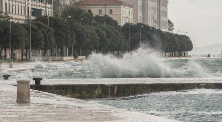NOVI UDARI OLUJNOG BURA: Stižu visoki valovi, izdana su upozorenja