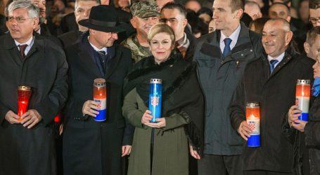 Predsjednica zapalila svijeću kod vukovarske bolnice