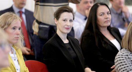 Dalija Orešković postavila pet pitanja o rođendanskoj torti koju je predsjednica poklonila Bandiću