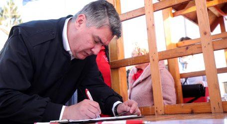 Milanović predao potpise DIP-u, skupio ih 78.000